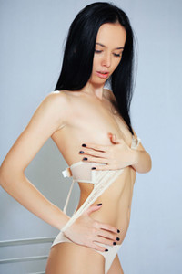 Model Winona L in In Studio